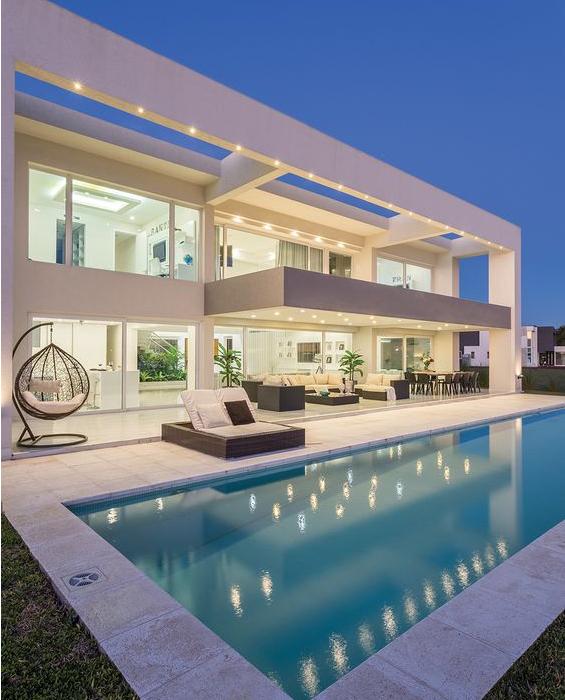 nhà có bể bơi