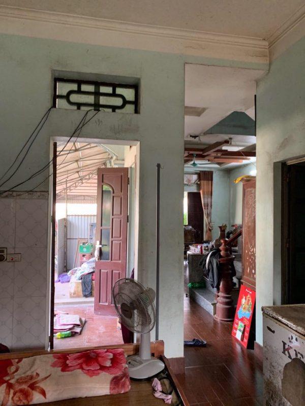 nhìn từ phòng bếp nhà ống 1 tầng cũ