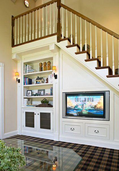 kệ tivi dưới gầm thang phong cách tân cổ điển