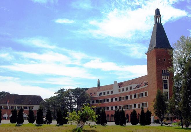 kiến trúc trường cao đẳng sư phạm đà lạt