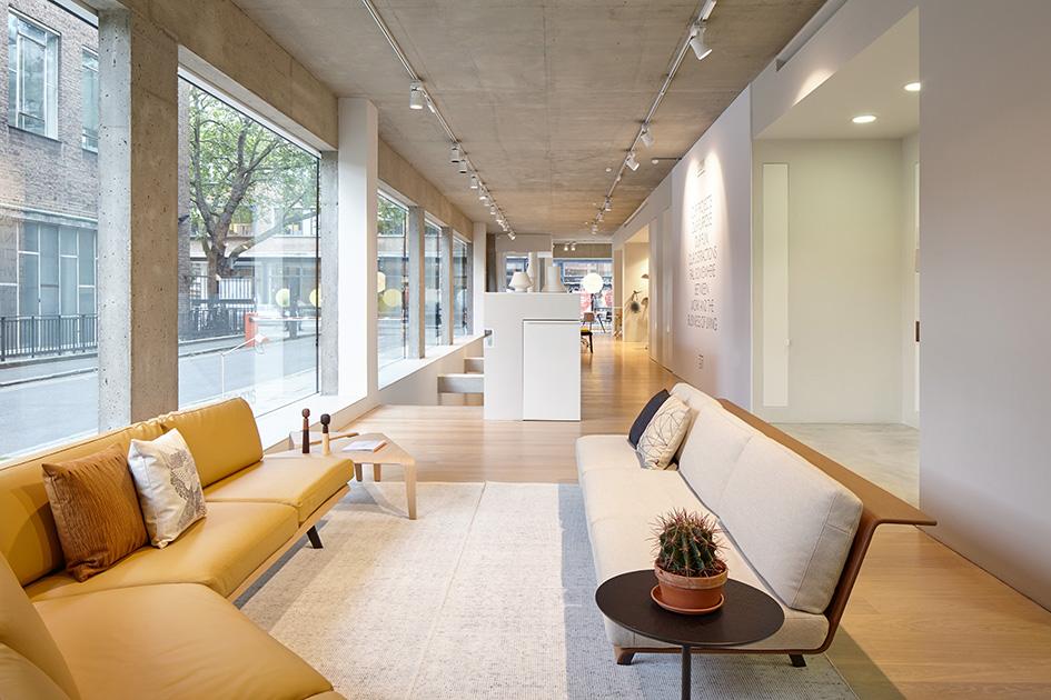 Showroom trưng bày sofa