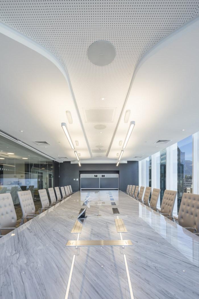 Thiết kế phòng họp Hitech